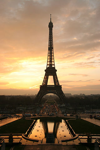 320px-Tour_eiffel_at_sunrise_from_the_trocadero[1]