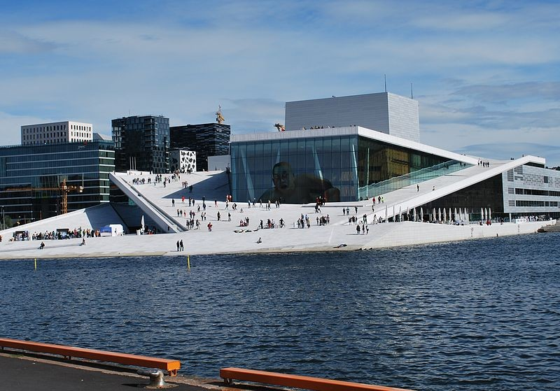 1024px-Oslo_Opera_House_seen_from_Langkaia[1]