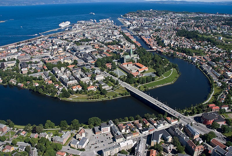 800px-Overview_of_Trondheim_2008_03[1]